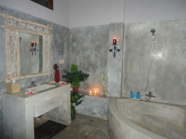 bath-room-of-baliku-dive-resort-amed-bali-travel-experiences