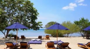 beach-relaxtion-at-the-menjangan-resort-bali