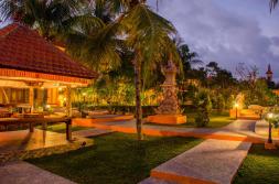 garden-area-green-field-hotel-ubud-bali-travel-experiences