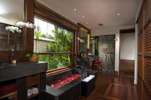 luxury-bath-room-of-belmond-jimbaran-puri-bali-travel-experiences