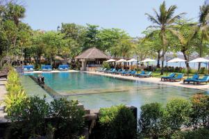 pool-area-of-belmond-jimbaran-puri-bali-travel-experiences