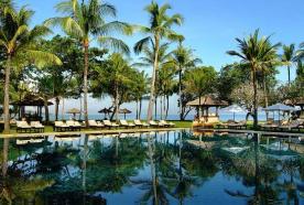 pool-area-of-intercontinental-jimbaran-green-field-hotel-ubud-bali-travel-experiences