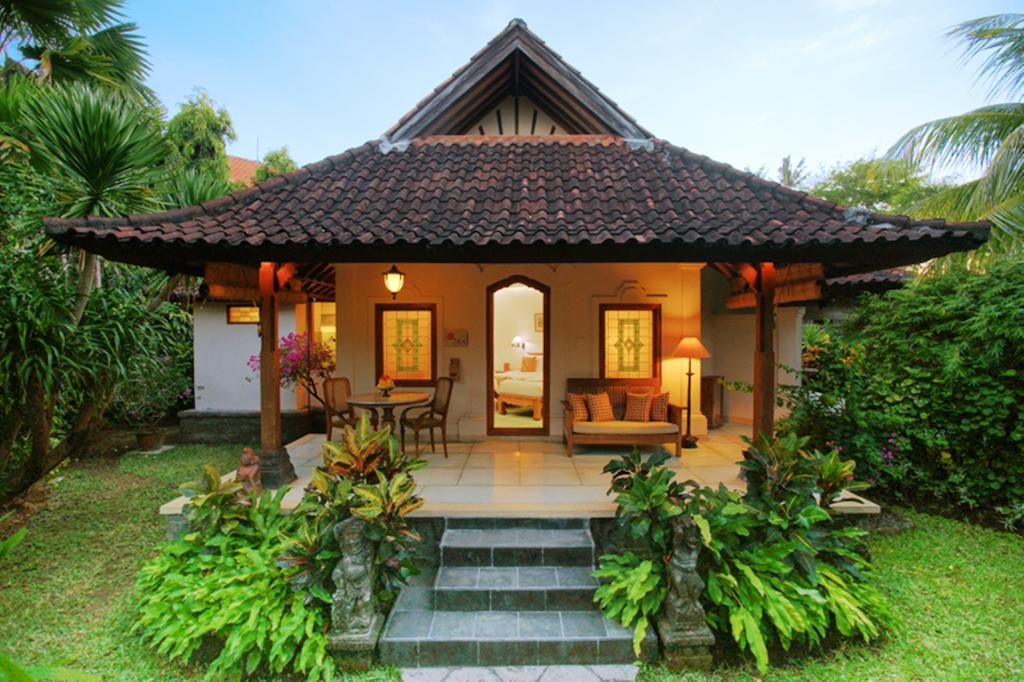 private-bungalow-of-tandjung-sari-sanur-bali-travel-experiences