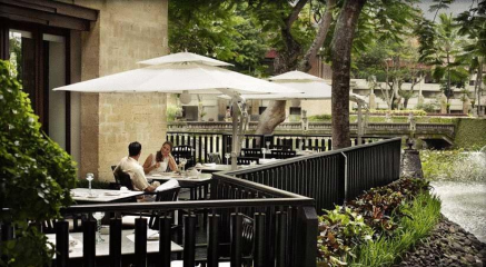 romantic-atmosphere-at-intercontinental-jimbaran-green-field-hotel-ubud-bali-travel-experiences