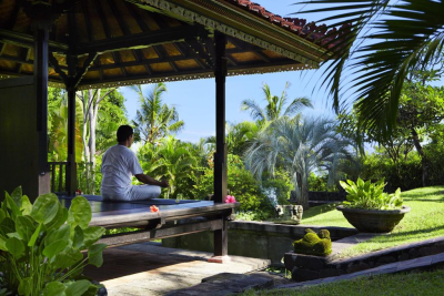 yoga-class-at-damai-lovina
